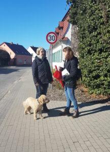 """Auszubildender mit """"Erziehungsberechtigter"""" und Ausbilderin Sabine"""